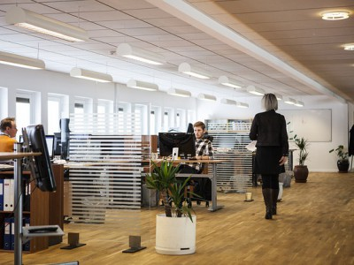 Przepisy BHP w Twojej firmie – co to jest? Co musisz wiedzieć? Co musi posiadać biuro?