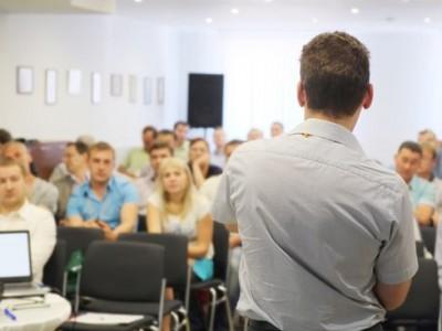 Obowiązkowe szkolenia okresowe BHP dla firm, co warto wiedzieć o terminach i zakresie?
