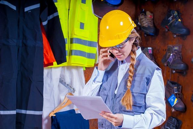 Dziewczyna na budowie